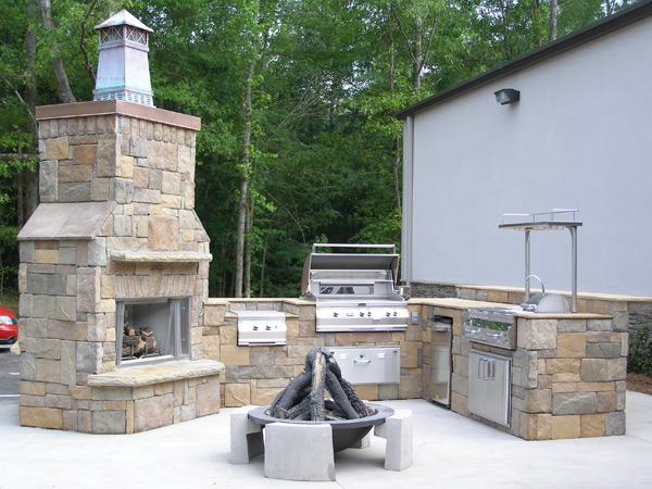 Houston summer kitchens with outdoor fireplace for Outdoor fireplace kitchen designs