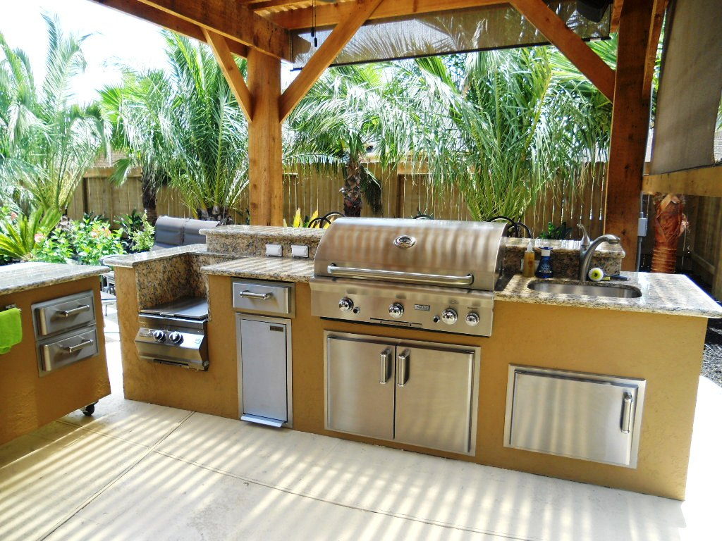 Outdoor kitchen the woodlands tx lone star patio builders for Texas outdoor kitchen designs